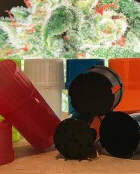 Młynek akrylowy z pojemnikiem